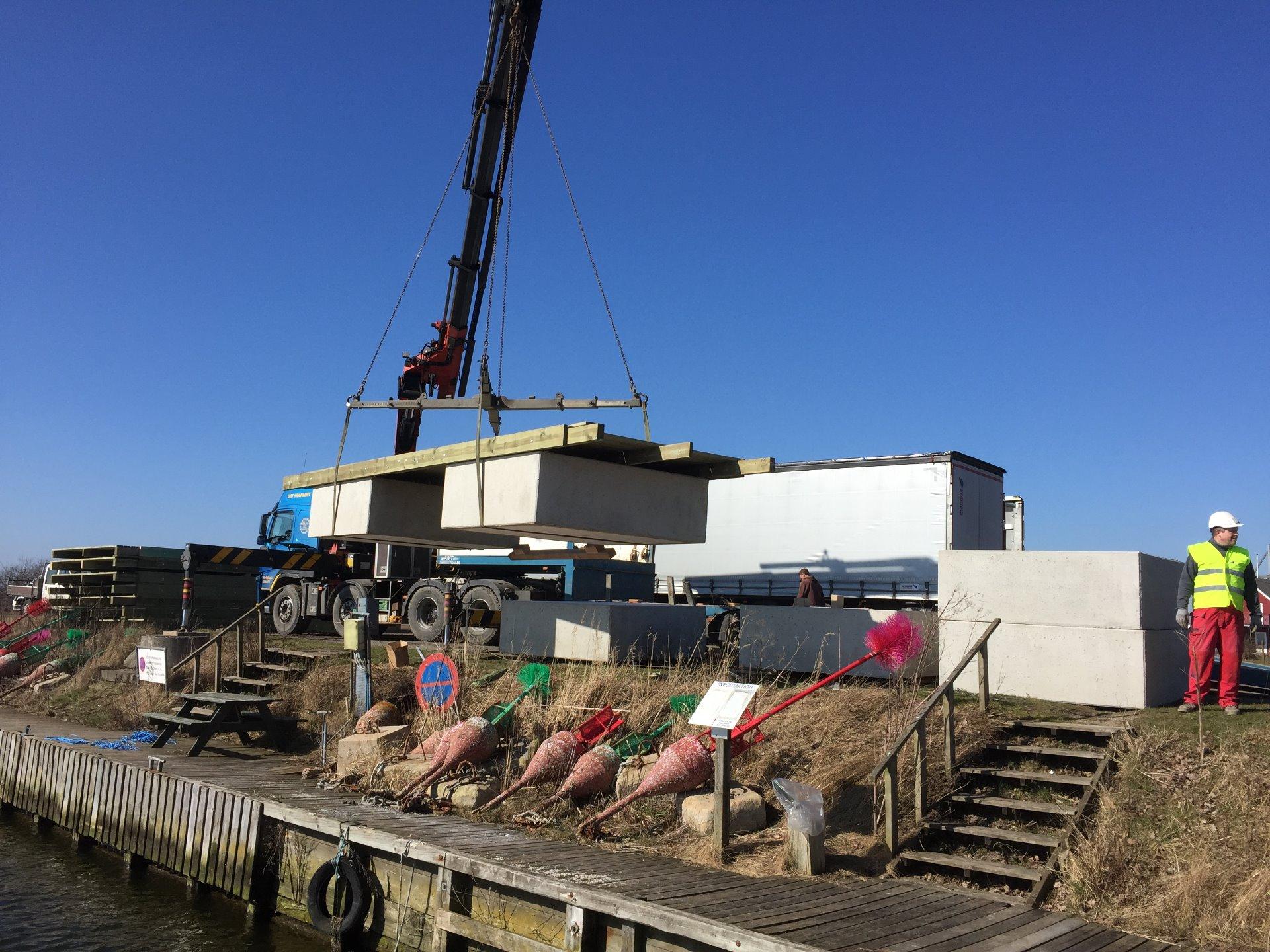 Sjösättning av bryggsystem i Naestved DK